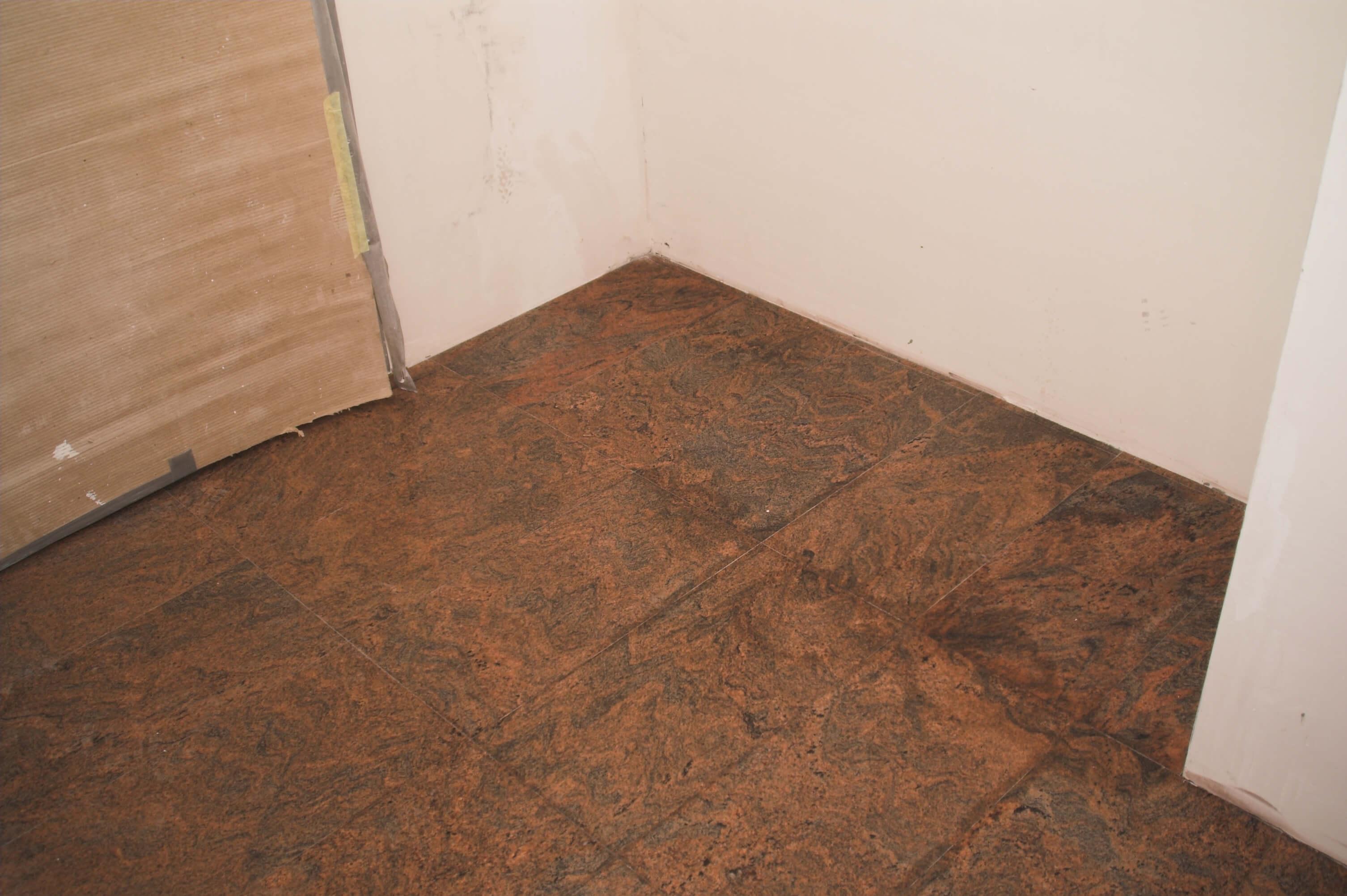 granit na podlodze