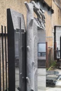 pomnik granitowy zerzeń