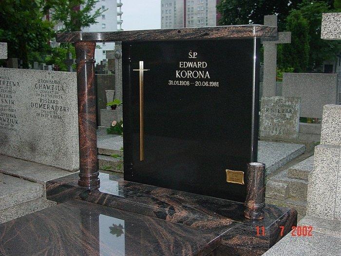 pomnik z granitu Warszawa