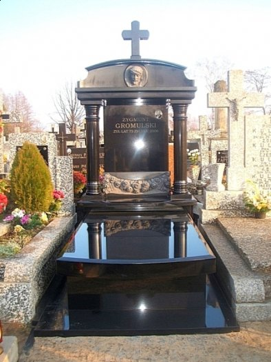 pomnik granitowy Marysin Wawerski