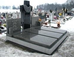 pomniki potrójne