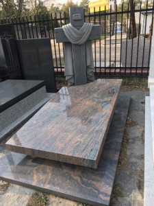 pomnik z granitu