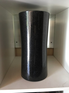 wazon z granitu