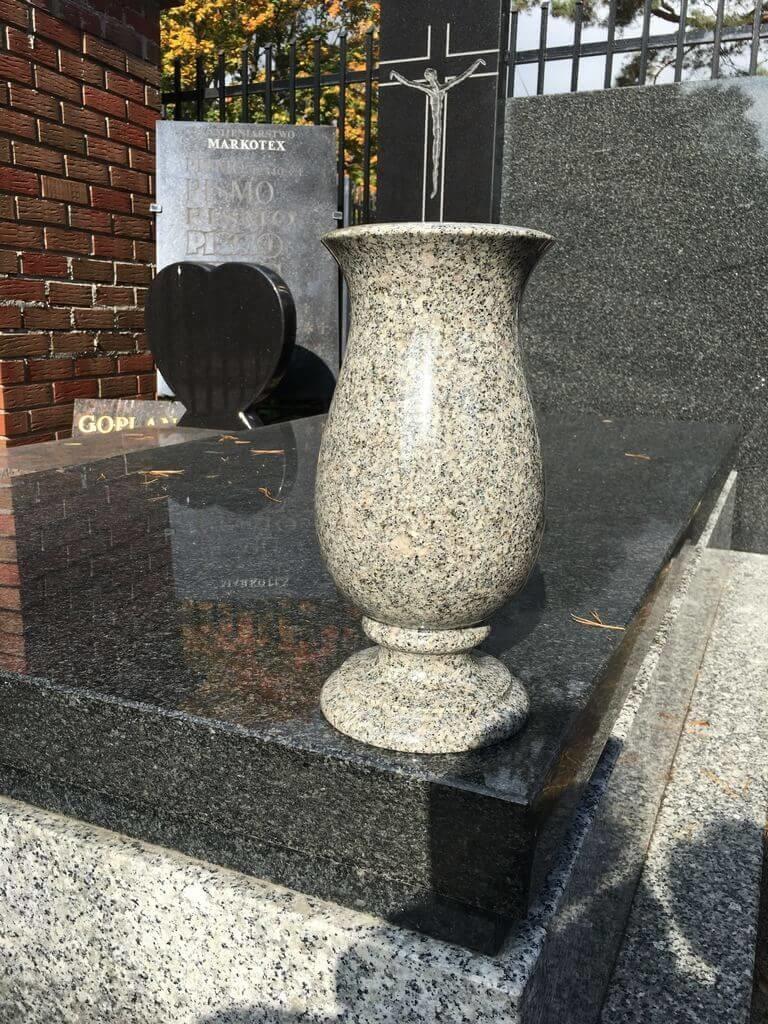 wazon granitowy na pomnik
