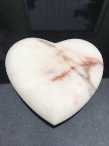 rzeźba serce marmur rosa warszawa