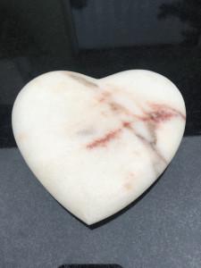 rzeźba serce marmur rossa