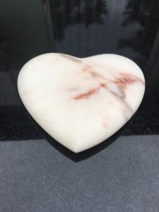 rzeźba serce marmur rosso portogallo