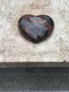 serce z granitu Aurora