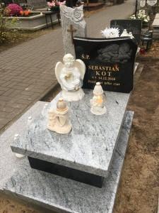 pomnik dziecięcy granit