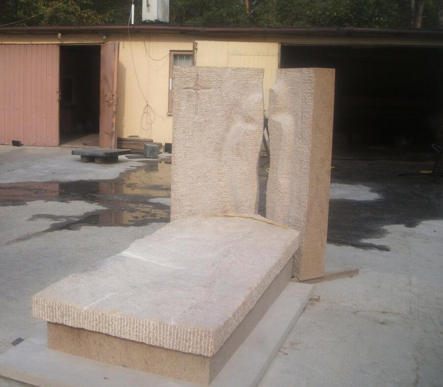 pomniki granitowe cena
