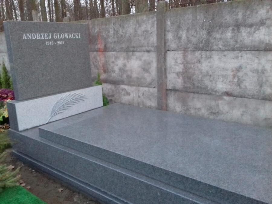 pomniki granitowe Komorów