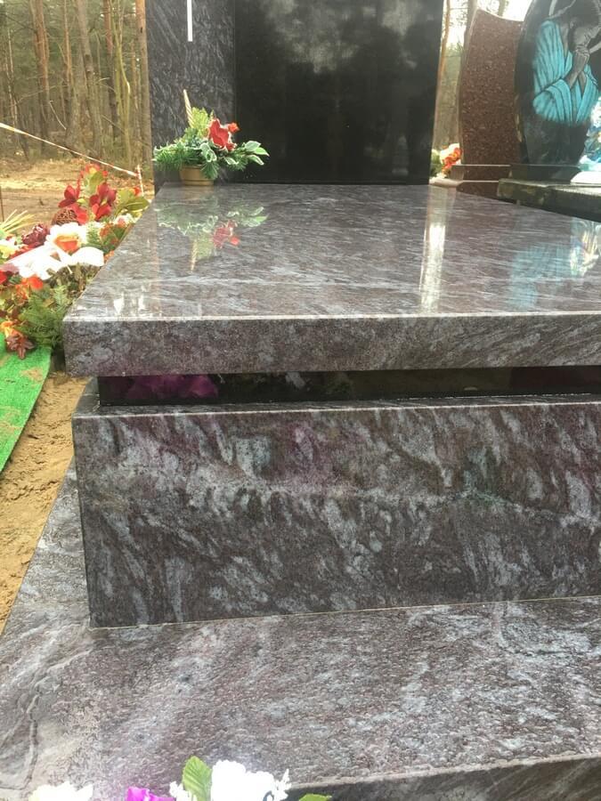 pomnik granit