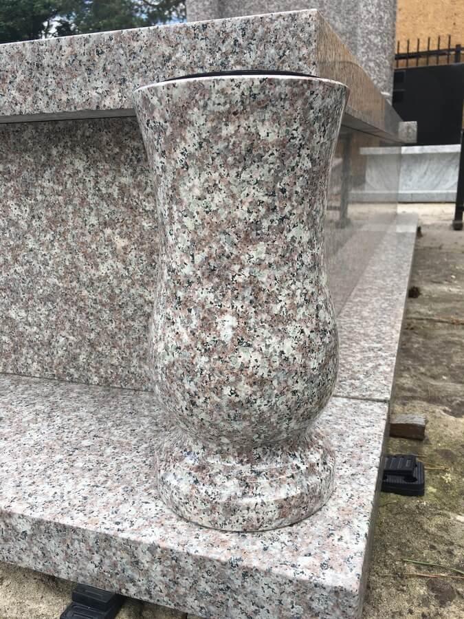 wazon granit brąz królewski