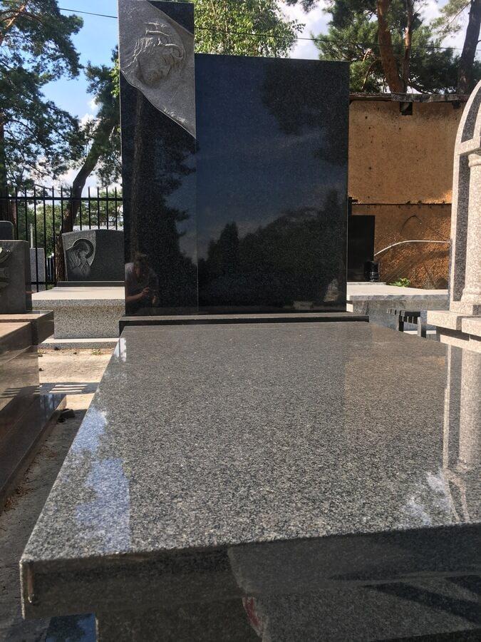 granit impala pomnik
