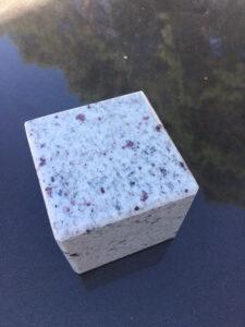 kostka granitowa pod wazon