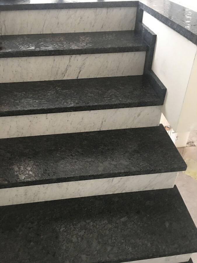 schody granit silver pearl