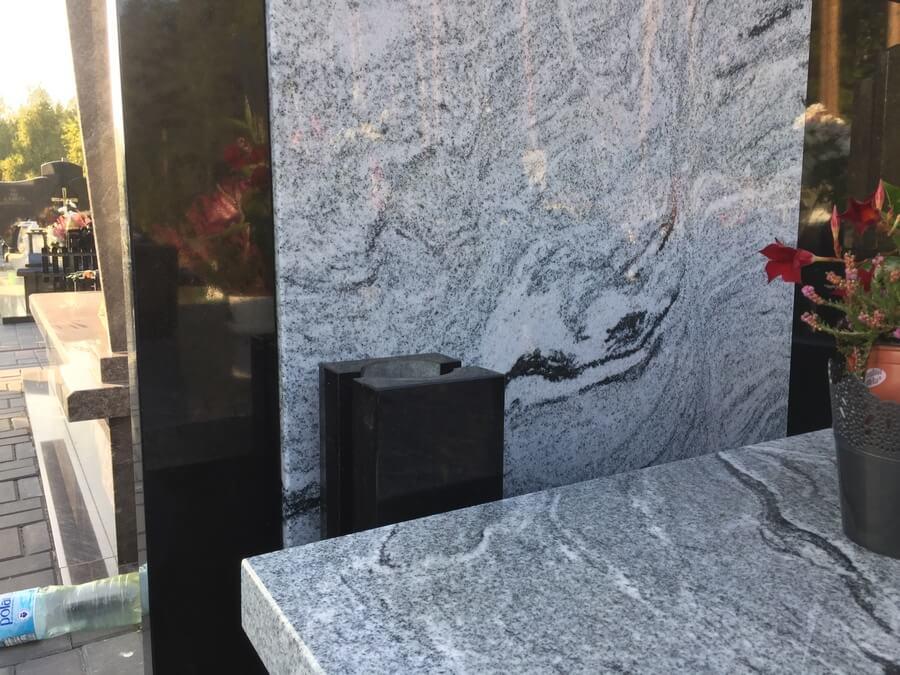 nagrobek jasny granit