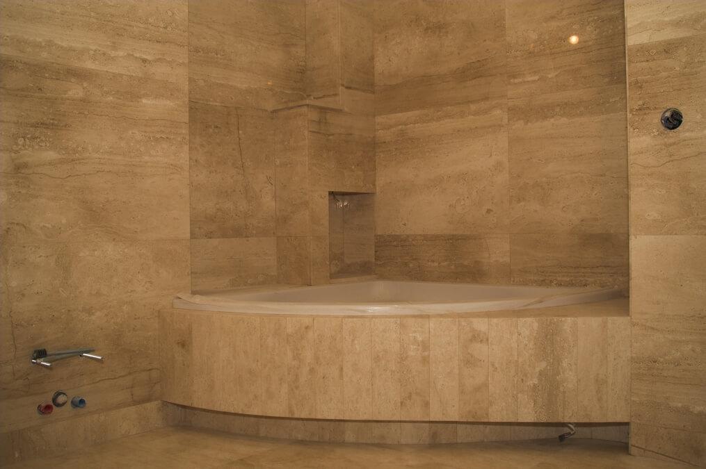 kamień w łazience marmur