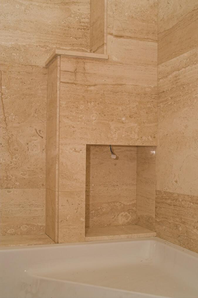 kamień w łazience przykład