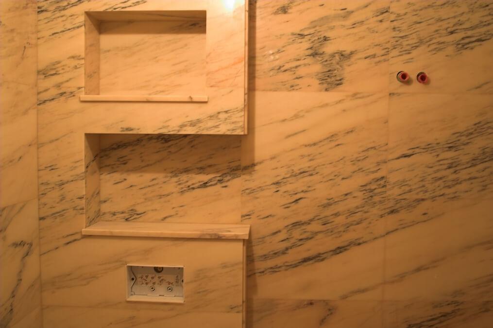 marmur w łazience przykład warszawa