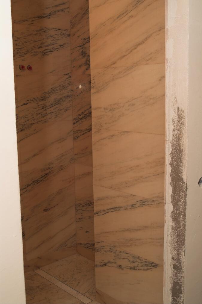 marmur w łazience rosa portogallo