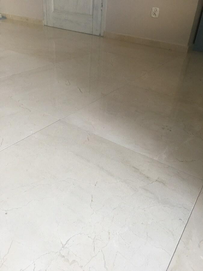 marmur na podłogi hotele