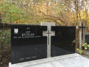 pomnik podwójny strzegom granit
